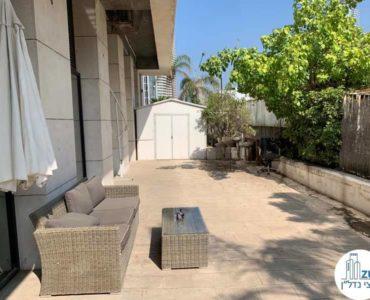 מרפסת במשרד להשכרה בתל אביב