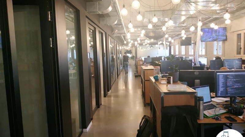 כניסה לחדרים במשרד להשכרה במתחם שרונה תל אביב