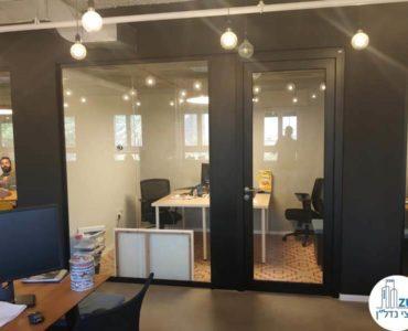 כניסה לחדר במשרד להשכרה במתחם שרונה תל אביב