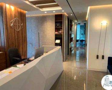 עמדת קבלה במשרד להשכרה במגדלי הארבעה תל אביב