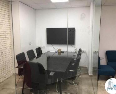 חדר ישיבות במשרד למכירה בתל אביב