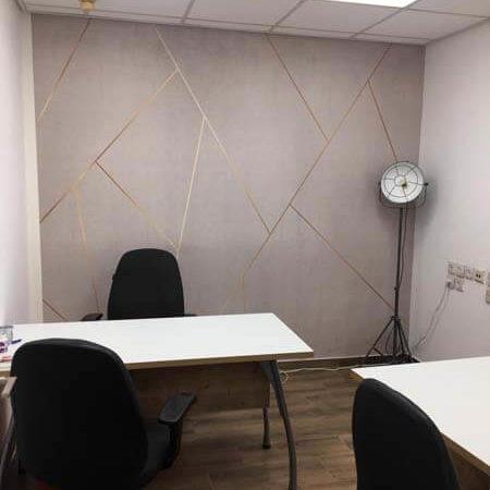 חדר עם שולחן במשרד למכירה בתל אביב