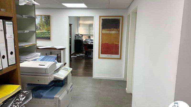 כניסה לחדרים במשרד להשכרה בכיכר רבין תל אביב