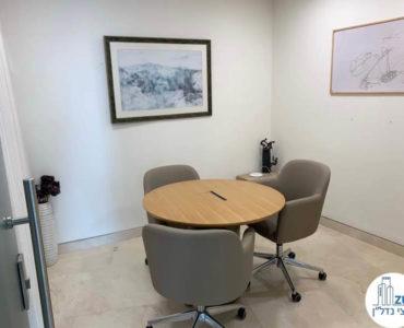 פינת ישיבה במשרד להשכרה במתחם בית המשפט תל אביב