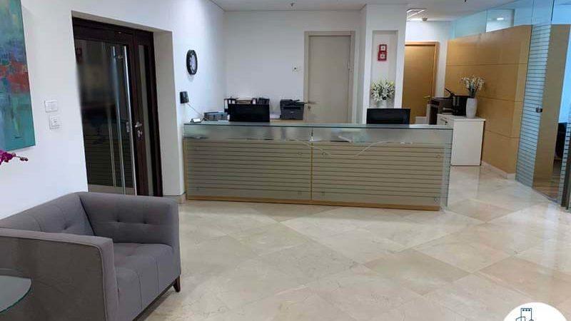 פינת כניסה במשרד להשכרה במתחם בית המשפט תל אביב