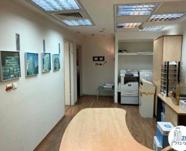 כניסה לחדרים במשרד להשכרה במתחם בית המשפט תל אביב