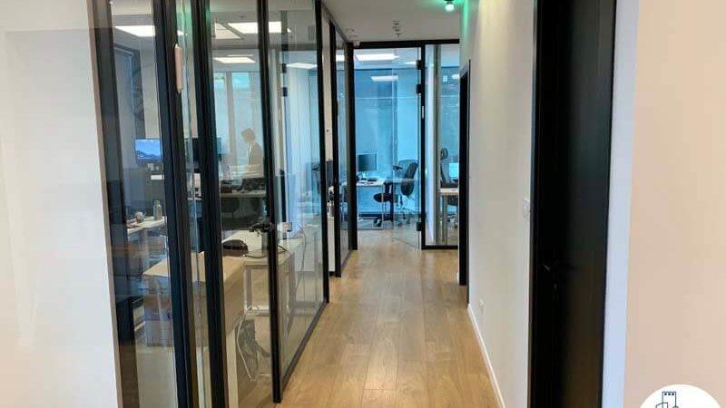 מסדרון במשרד להשכרה במגדלי הארבעה תל אביב