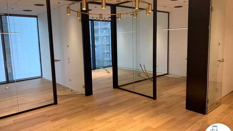 כניסה לחדרים במשרד להשכרה במגדל מידטאון תל אביב