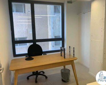 חדר עם שולחן במשרד להשכרה בחסן ערפה תל אביב
