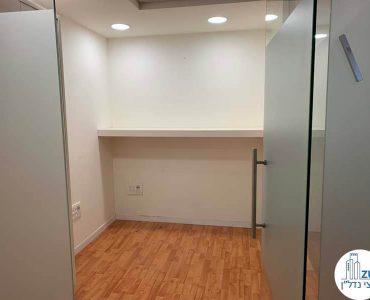 כניסה לחדר במשרד להשכרה במגדל המוזיאון תל אביב