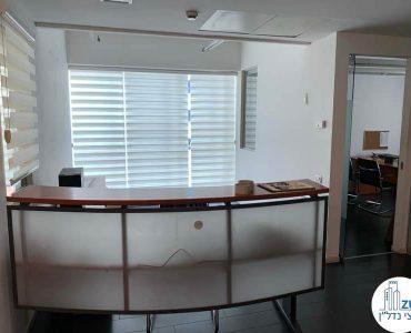עמדת קבלה במשרד להשכרה במתחם רוטשילד תל אביב
