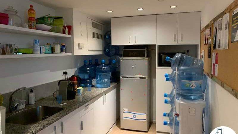 מטבחון במשרד להשכרה בבית גימיני תל אביב