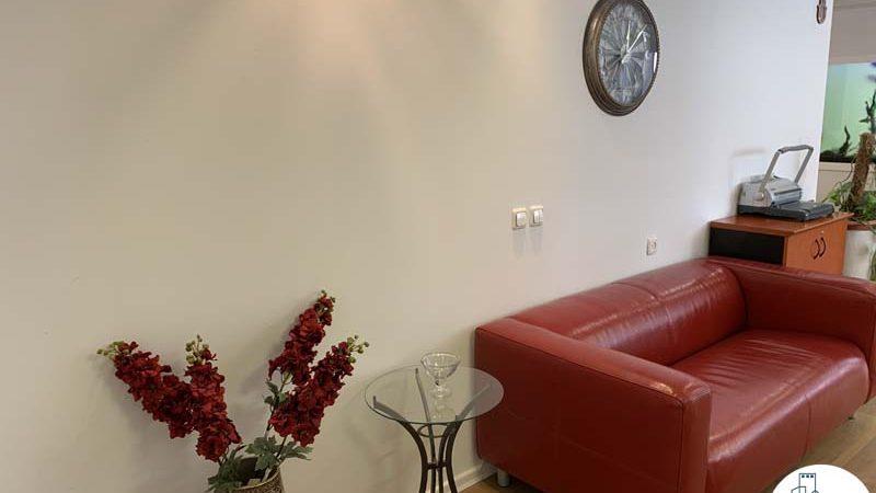 פינת המתנה במשרד להשכרה ליד עזריאלי תל אביב