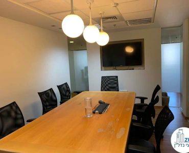 חדר ישיבות במשרד להשכרה במגדל כלבו שלום תל אביב