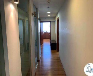 מסדרון במשרד להשכרה במגדל כלבו שלום תל אביב