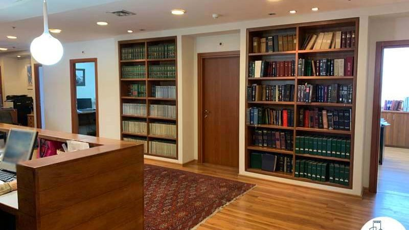פינת כניסה במשרד להשכרה במגדל כלבו שלום תל אביב