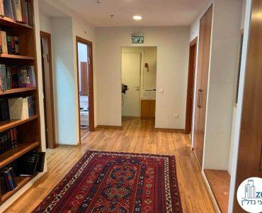 כניסה לחדרים במשרד להשכרה במגדל כלבו שלום תל אביב