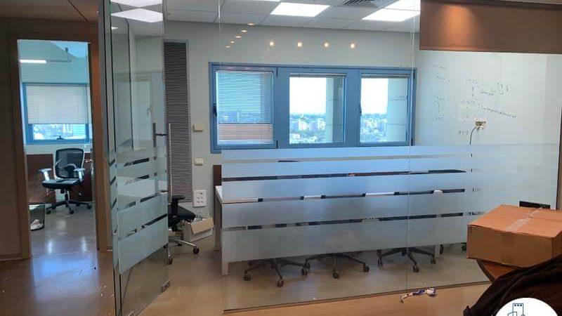 כניסה לחדר ישיבות במשרד להשכרה במגדל טויוטה תל אביב