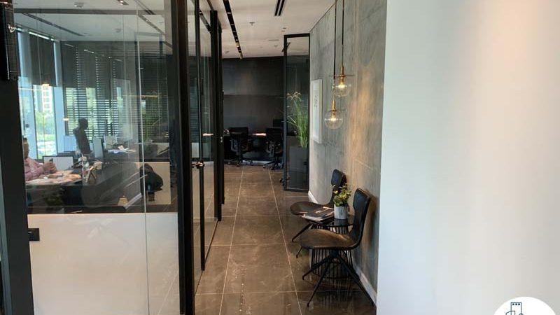 מסדרון במשרד להשכרה במגדל WE תל אביב