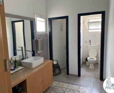 שירותים של משרד להשכרה במתחם רוטשילד תל אביב