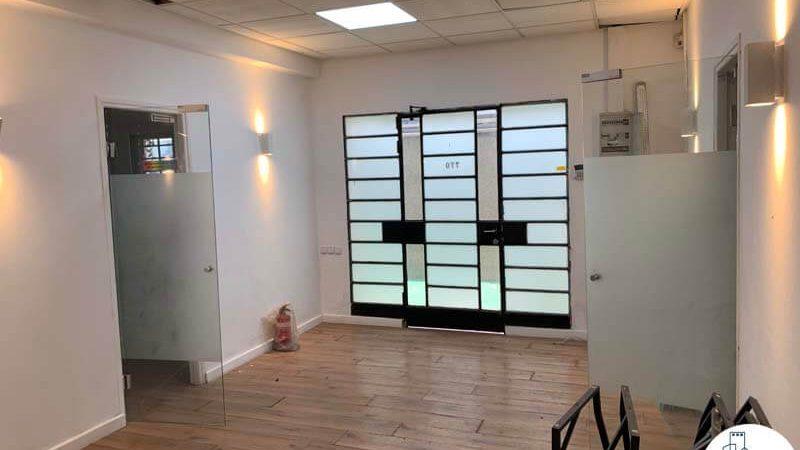פינת כניסה של משרד להשכרה במתחם רוטשילד תל אביב