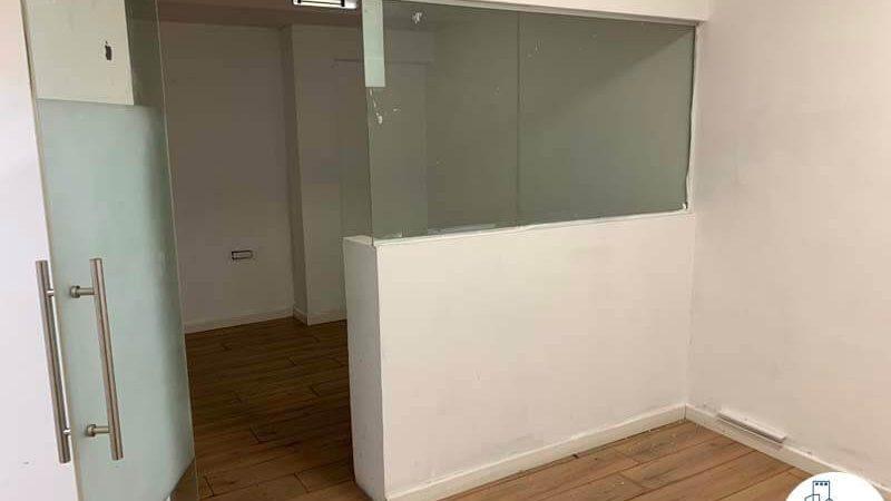 כניסה לחדר של משרד להשכרה במתחם רוטשילד תל אביב