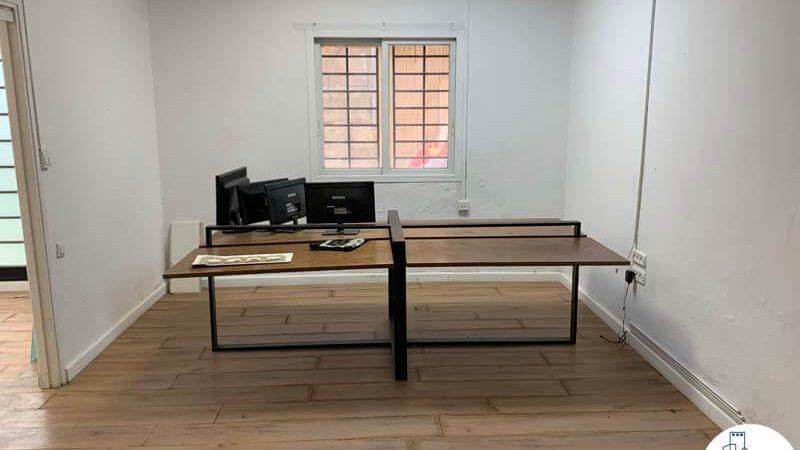 חדר עם שולחן של משרד להשכרה במתחם רוטשילד תל אביב
