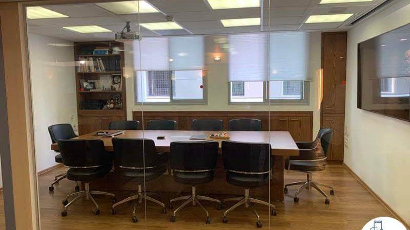 חדר ישיבות של משרד להשכרה בציר יגאל אלון תל אביב