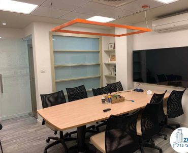 חדר ישיבות במשרד להשכרה בציר מנחם בגין בתל אביב