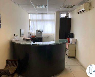 עמדת קבלה במשרד להשכרה בתל אביב במתחם שרונה