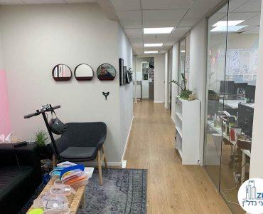 פינת כניסה של משרד להשכרה ליד עזריאלי תל אביב