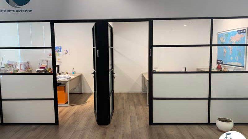 כניסה לחדרים במשרד להשכרה בציר מנחם בגין תל אביב