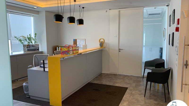 פינת כניסה של משרד להשכרה בתל אביב במגדל אלקטרה סיטי