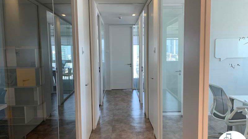 מסדרון של משרד להשכרה בתל אביב במגדל אלקטרה סיטי