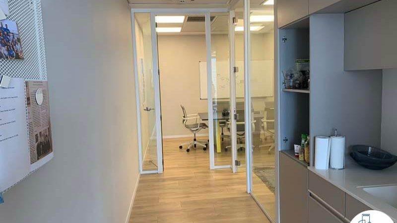 כניסה לחדרים של משרד להשכרה במגדל מידטאון תל אביב