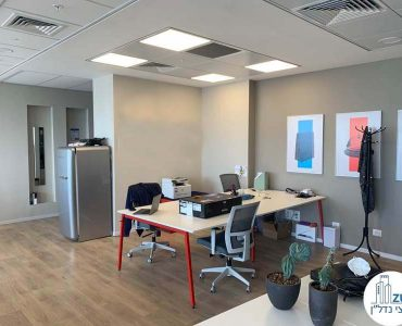 שולחן עבודה של משרד להשכרה במגדל מידטאון תל אביב