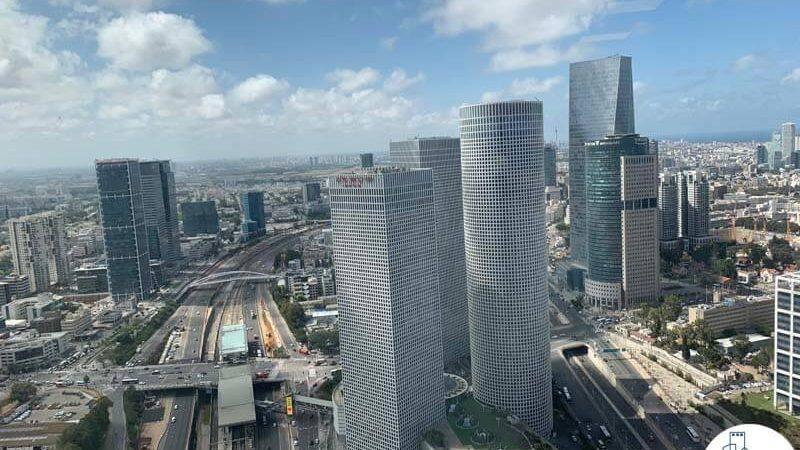 נוף למגדלי עזריאלי מחלון של משרד להשכרה במגדל מידטאון תל אביב
