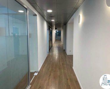 מסדרון של משרד להשכרה במתחם בארבעה תל אביב