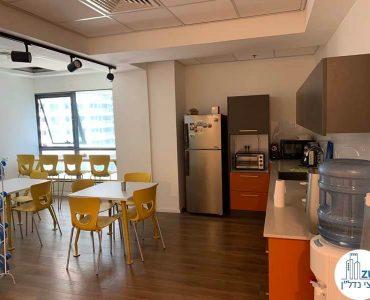 פינת אוכל של משרד להשכרה במתחם בארבעה תל אביב