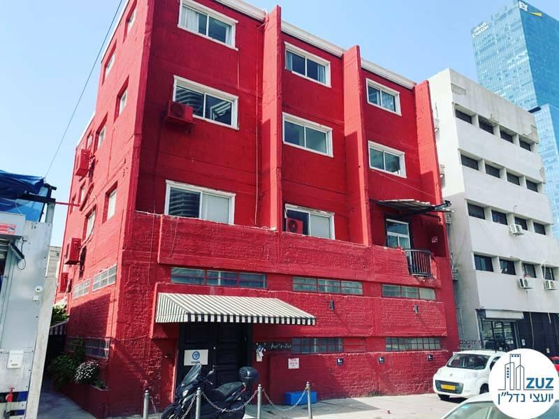 בתים בצבעים - הבית האדום