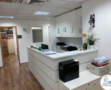 עמדת קבלה של משרד להשכרה בבית שאפ הבורסה רמת גן