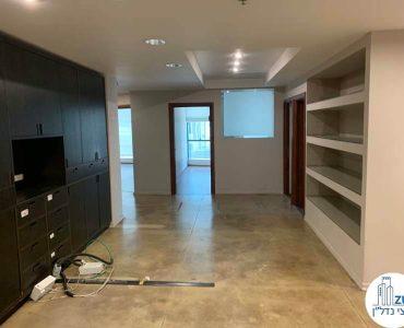 פינת כניסה של משרד להשכרה בבית שאפ הבורסה רמת גן