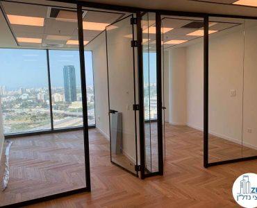 כניסה לחדרים של משרד להשכרה במגדל ספיר הבורסה רמת גן