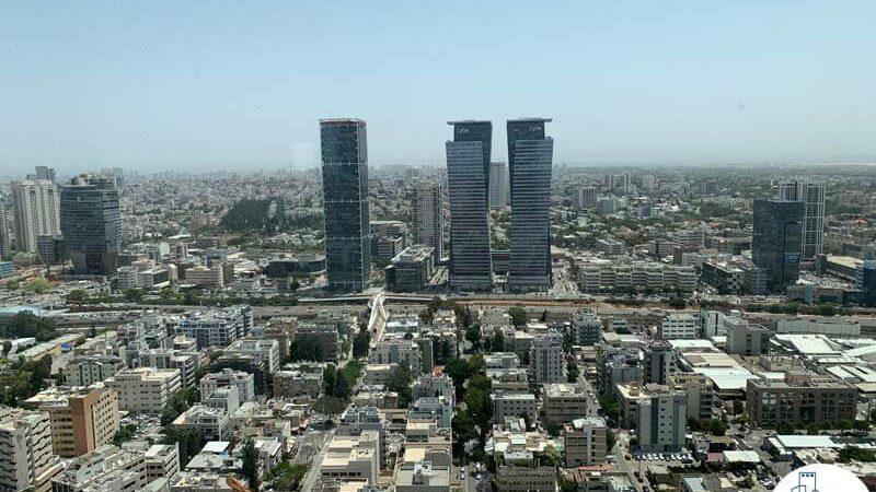 נוף למגדלי אלון מחלון של קליניקה להשכרה במגדלי הארבעה תל אביב