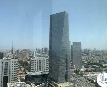 נוף למגדל עזריאלי שרונה מחלון של קליניקה להשכרה במגדלי הארבעה תל אביב