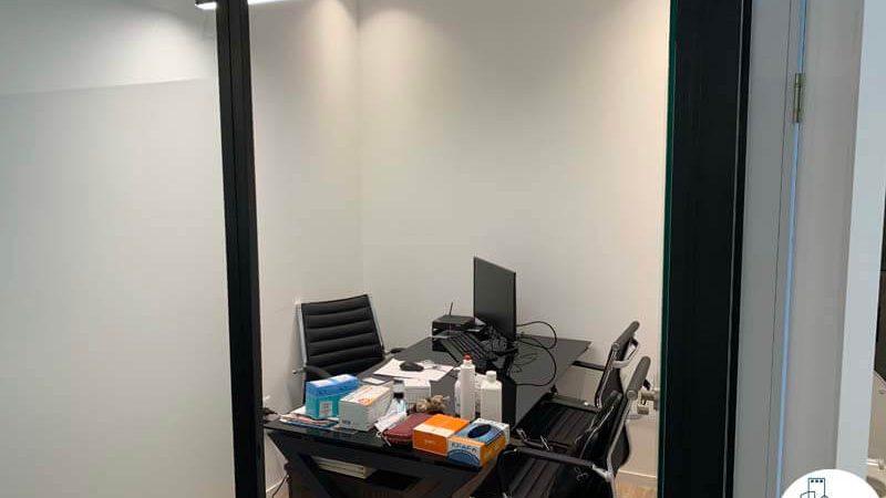 חדר במשרד של לקוחה מרוצה מעסקת תיווך במגדלי הארבעה תל אביב