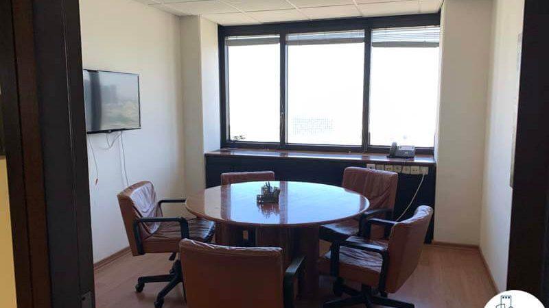 חדר ישיבות קטן של משרד להשכרה במגדל דניאל פריש תל אביב