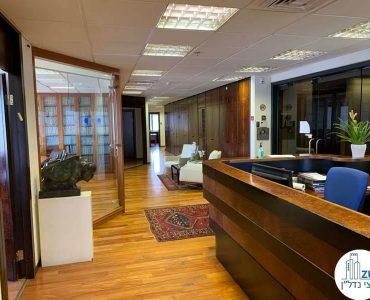 פינת כניסה של משרד להשכרה במגדל דניאל פריש תל אביב