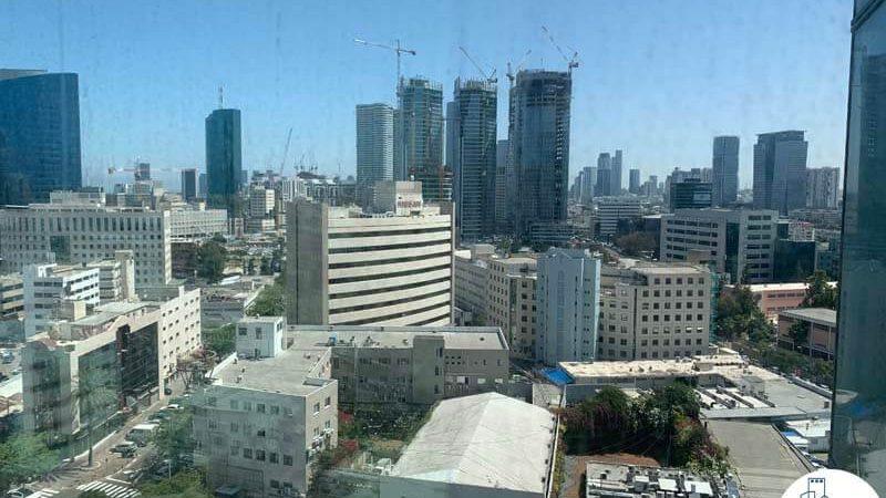 נוף מחלון של משרד להשכרה במגדל אלקטרה סיטי תל אביב