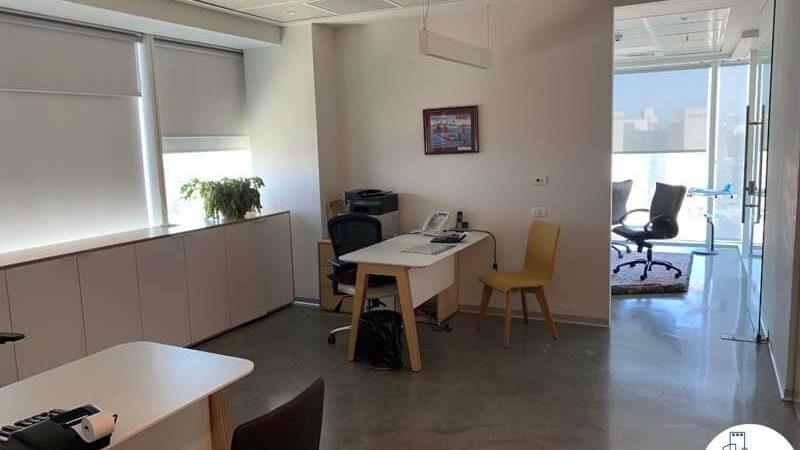 עמדות עבודה של משרד להשכרה במגדל אלקטרה סיטי תל אביב